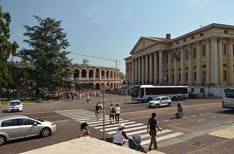 les-arenes-piazza-abra.JPG