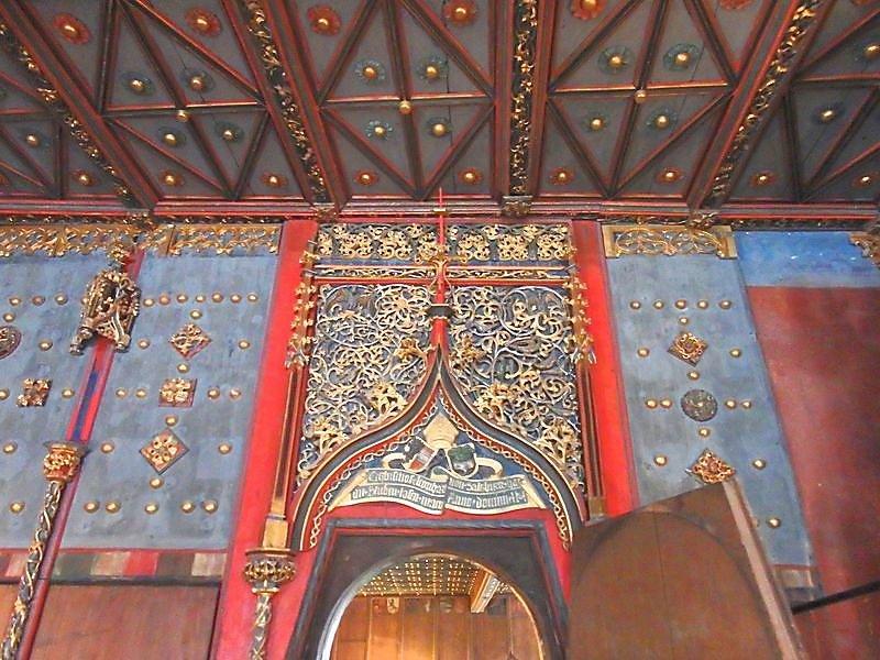 chateau-decoration-un-peu-chargee.JPG