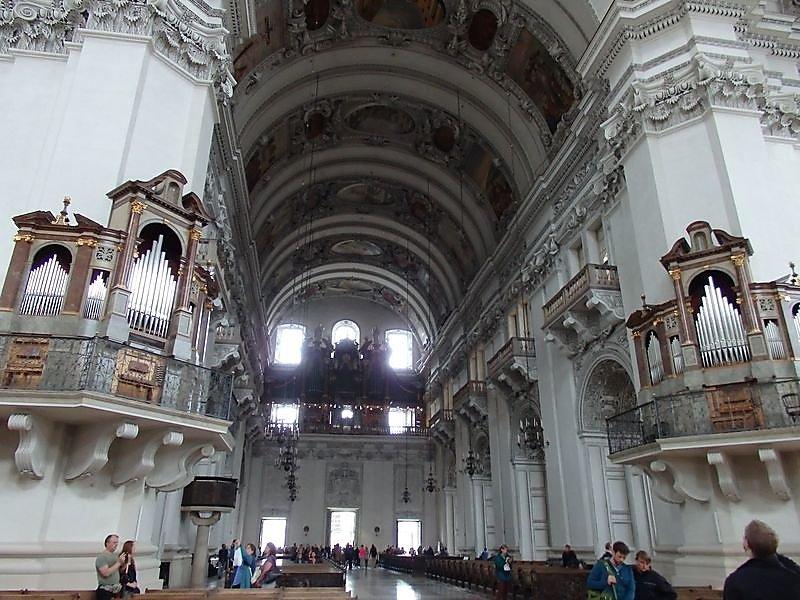 interieur-de-la-cathedrale-et-vue-sur-3-des-5-orgues.JPG